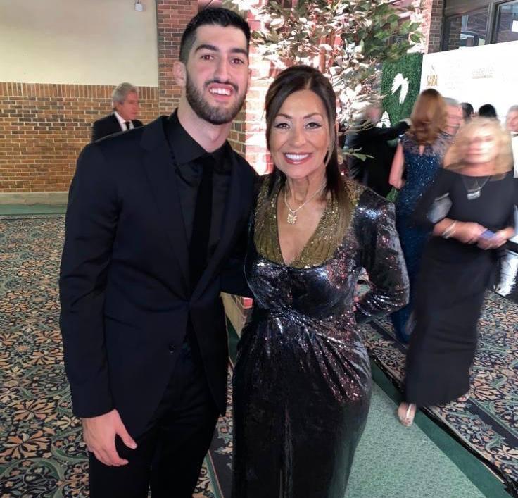 Η Ελένη Μπούση, μαζί με το γιο του Μάικ Μπούση, Δημήτρη.