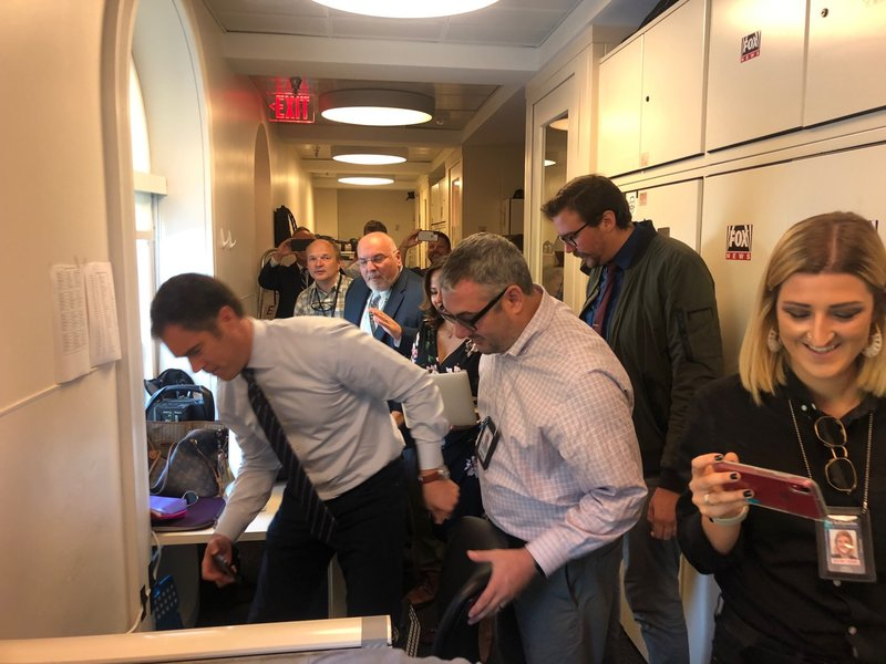 Δημοσιογράφοι ψάχνουν στον Λευκό Οίκο