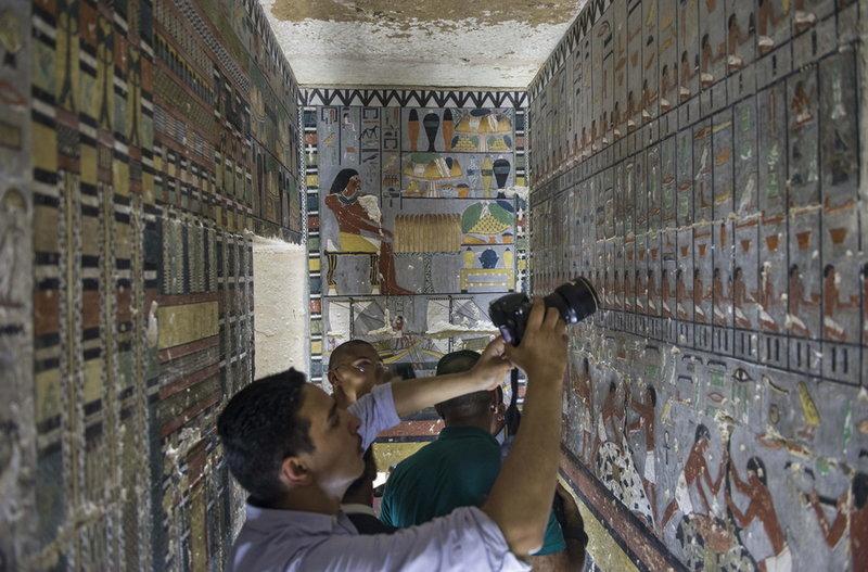 Δημοσιογράφοι σε αιγυπτιακό τάφο