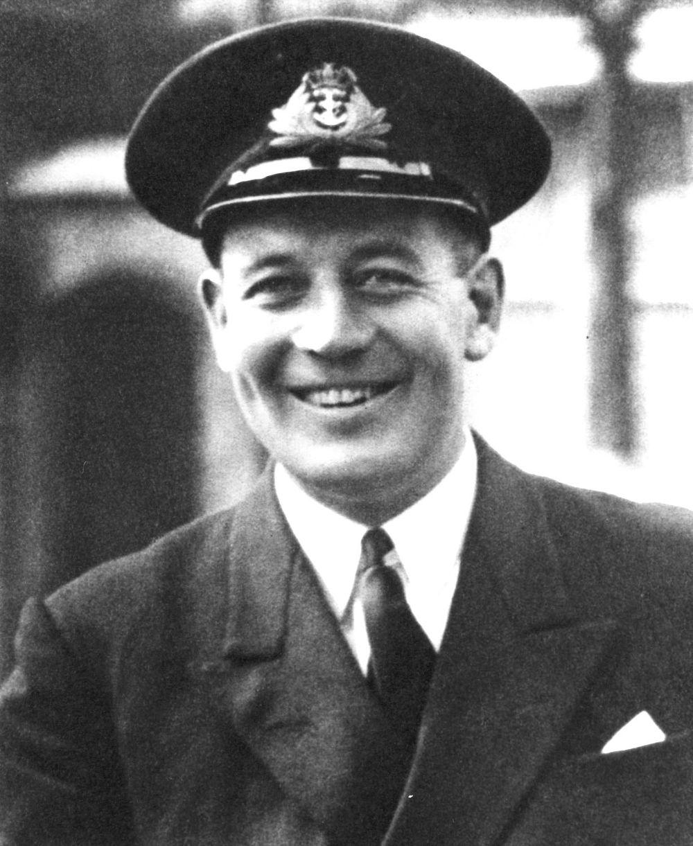Ο Αντιναύαρχος Έντουαρντ Τόμκινσον διοικητής του υποβρυχίου «Ορμή»
