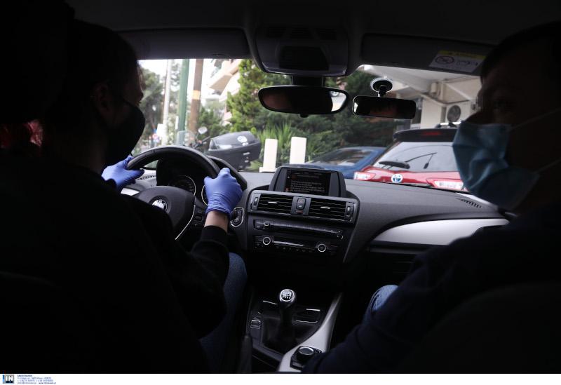Μάθημα οδήγησης εν μέσω της πανδημίας του κορωνοϊού