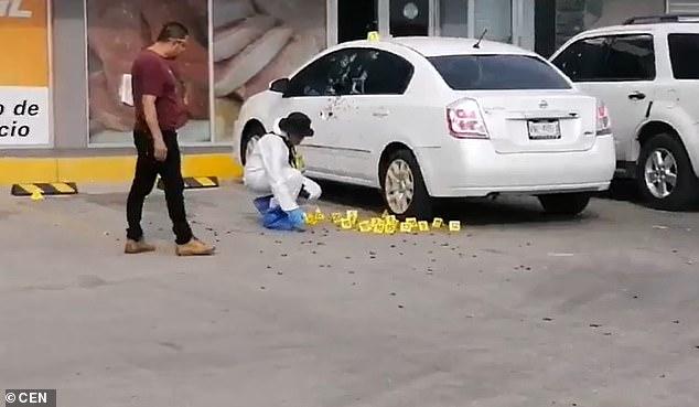 Εκατοντάδες κάλυκες στο έδαφος από την βίαιη επίθεση ενάντια στον αστυνομικό που συμμετείχε στη σύλληψη του γιου του Ελ Τσάπο στο Μεξικό