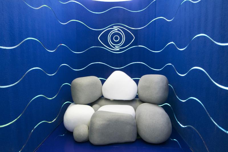 Το δωμάτιο επικοινωνίας.