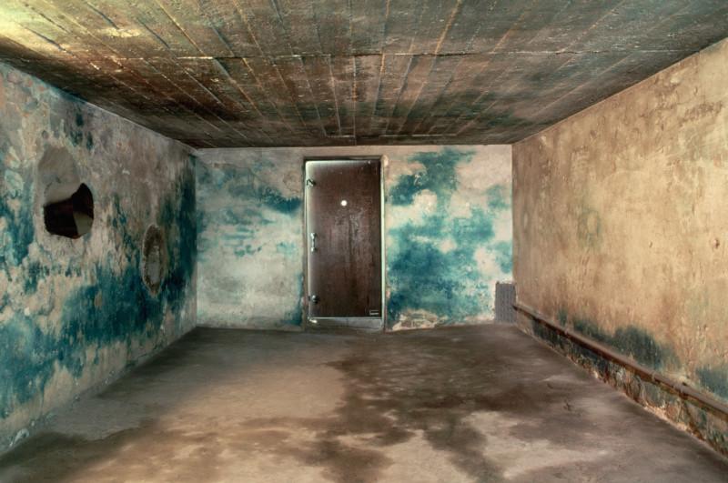 Ένας από τους θαλάμους αερίων. Οι κρατούμενοι πίστευαν πως θα έμπαιναν εδώ για να κάνουν μπάνιο.