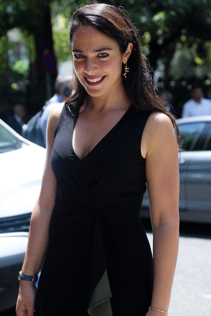 Η Δόμνα Μιχαηλίδου έξω από το Προεδρικό Μέγαρο