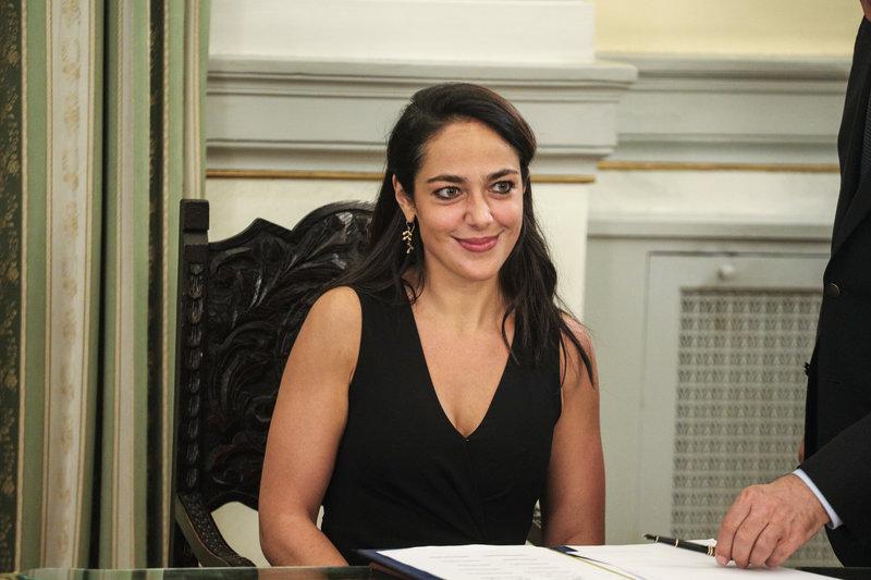 Η Δόμνα Μιχαηλίδου υπογράφει την υπουργοποίησή της