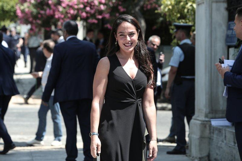 Η Δόμνα Μηχαηλίδου ήταν διαρκώς χαμογελαστή κατά την προσέλευσή της στο Προεδρικό Μέγαρο