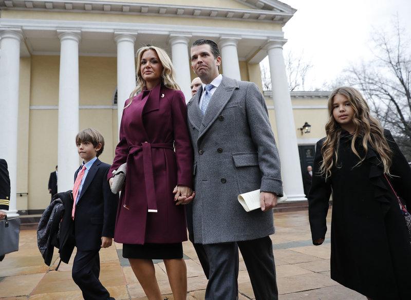 O Ντόναλντ Τραμπ τζούνιορ με την πρώην σύζυγό του και δύο από τα παιδιά τους
