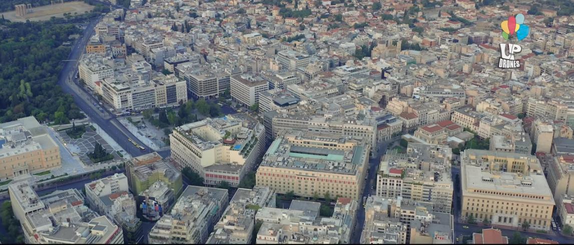Εικόνα της Αθήνας τον Αύγουστο που μοιάζει σαν να έχει ερημώσει / Φωτογραφία: Youtube / UpDrone