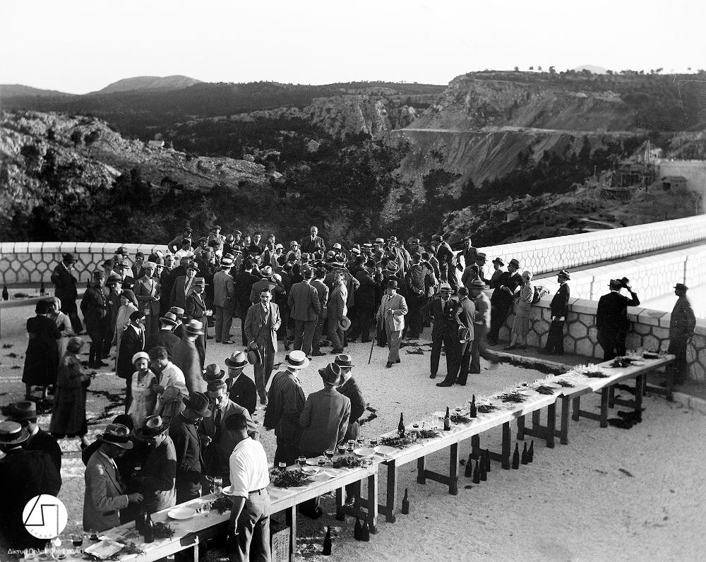 Τα εγκαίνια του Φράγματος του Μαραθώνα. Στο κέντρο απεικονίζεται ο πρωθυπουργός Ελευθέριος Βενιζέλος, 1929/Φωτογραφία: Ιστορικό Αρχείο ΕΥΔΑΠ