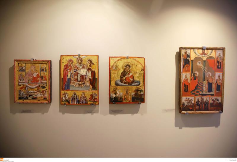 Την έκθεση συνθέτουν εμβληματικές θρησκευτικές Εικόνες και έργα τέχνης μεγάλων Ελλήνων καλλιτεχνών