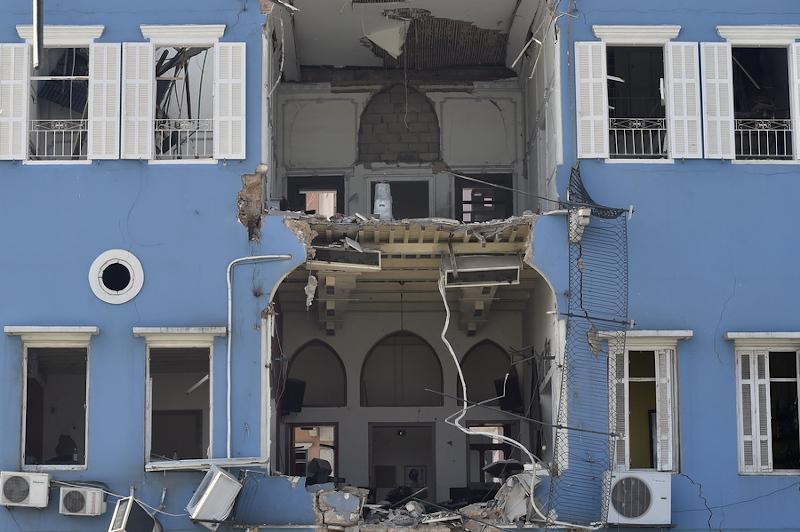 Ενα μπλε κτίριο κατεστραμμένο στη Βηρυτό