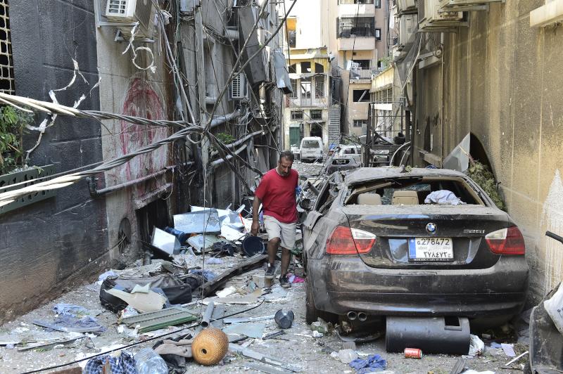 Σοκάκι γεμάτο συντρίμμια στη Βηρυτό