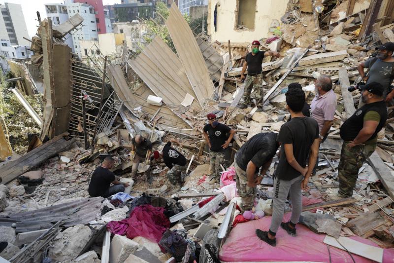 Σωστικά συνεργεία ψάχνουν για εγκλωβισμένους στη Βηρυτό