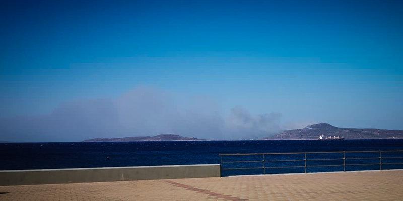 Η πυρκαγιά στην Ελαφόνησο όπως φαίνεται από τη Νεάπολη