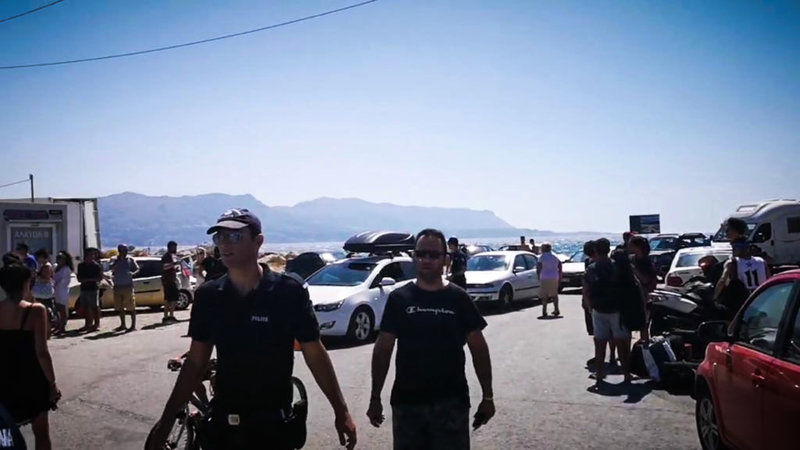Συνωστισμός στο λιμάνι της Ελαφονήσου