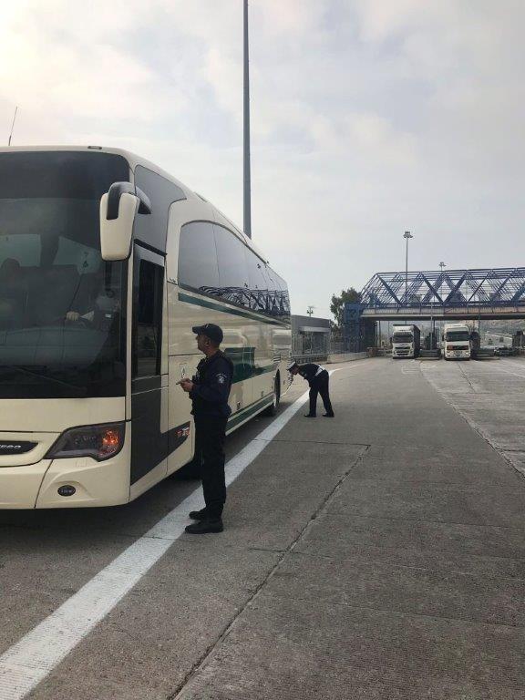 Συνολικά, ελέγχθηκαν 121 λεωφορεία και βεβαιώθηκαν 329 παραβάσεις