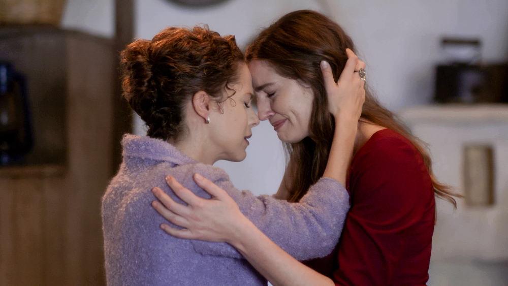 Η Ελένη συναντά την Ασημίνα στο Διαφάνι στη σειρά «Άγριες Μέλισσες»