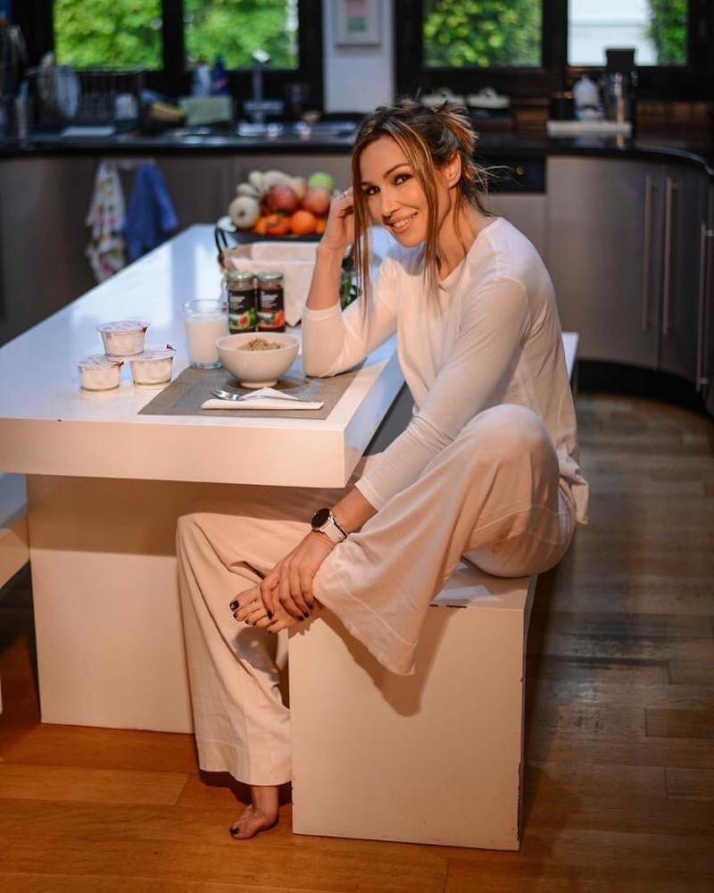 Το λευκό κυριαρχεί στην κουζίνα της Ελένης Πετρουλάκη
