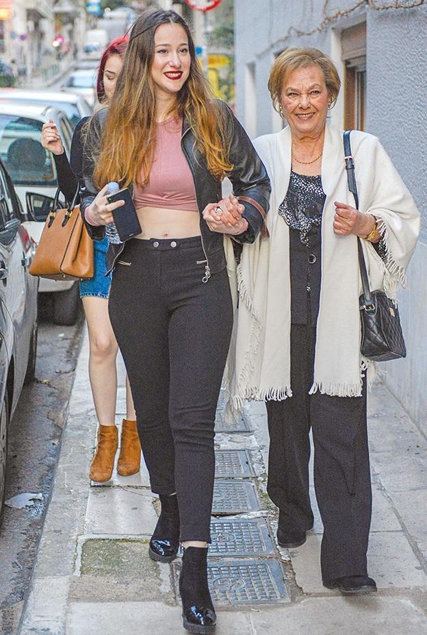 Η Ελένη Προκοπίου σήμερα, με την εγγονή της