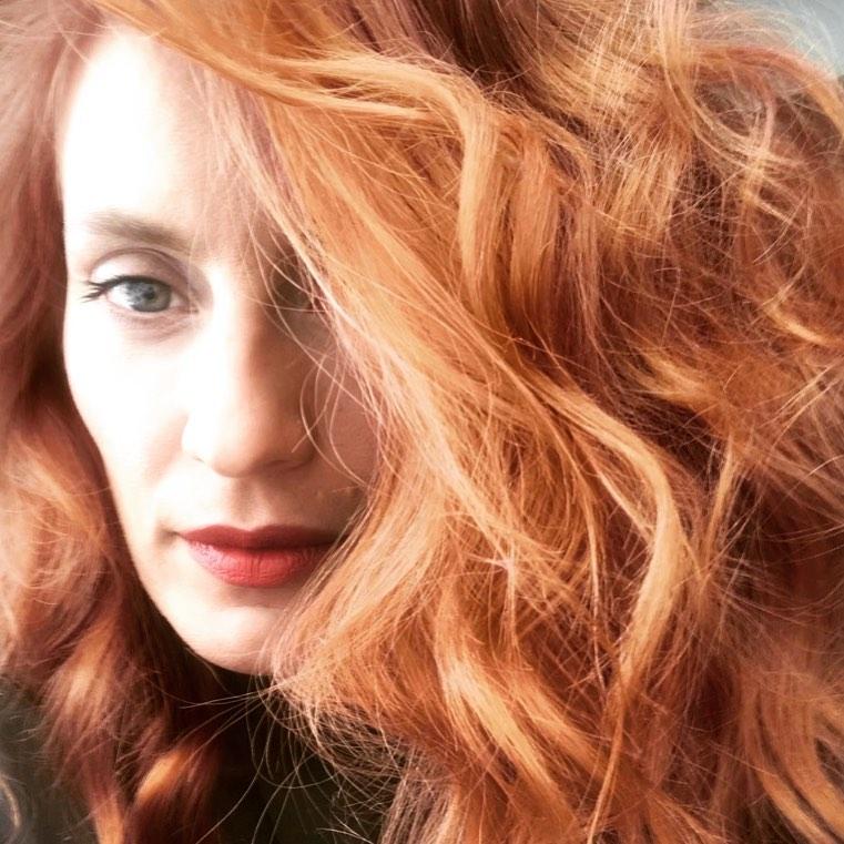 Η Ελεονώρα Μελέτη έβαψε κόκκινα τα μαλλιά της