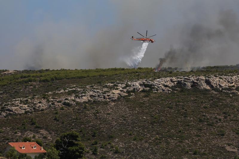 Πυρκαγιά σε δασική έκταση στο Λαύριο