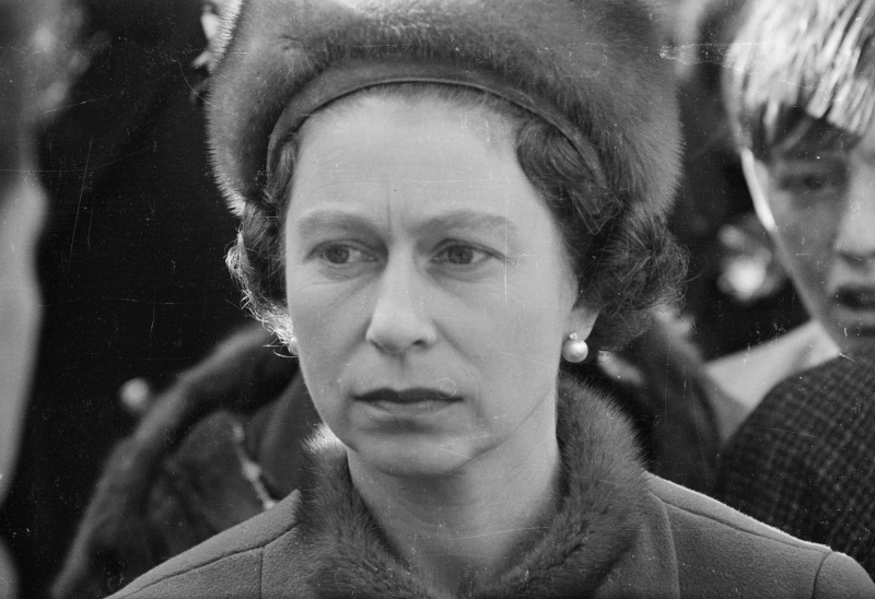Η βασίλισσα Ελισάβετ κατά την επίσκεψή της στο Aberfan