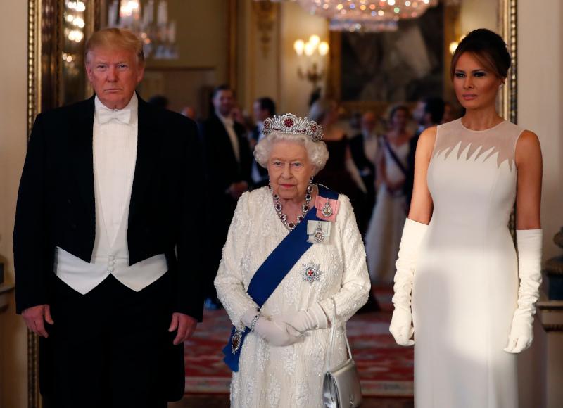 βασίλισσα Ελισάβετ με Ντόναλντ Τραμπ και Μελάνια
