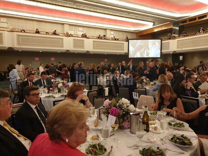 Κάθε τραπέζι των 10 ατόμων στοίχιζε 2.500