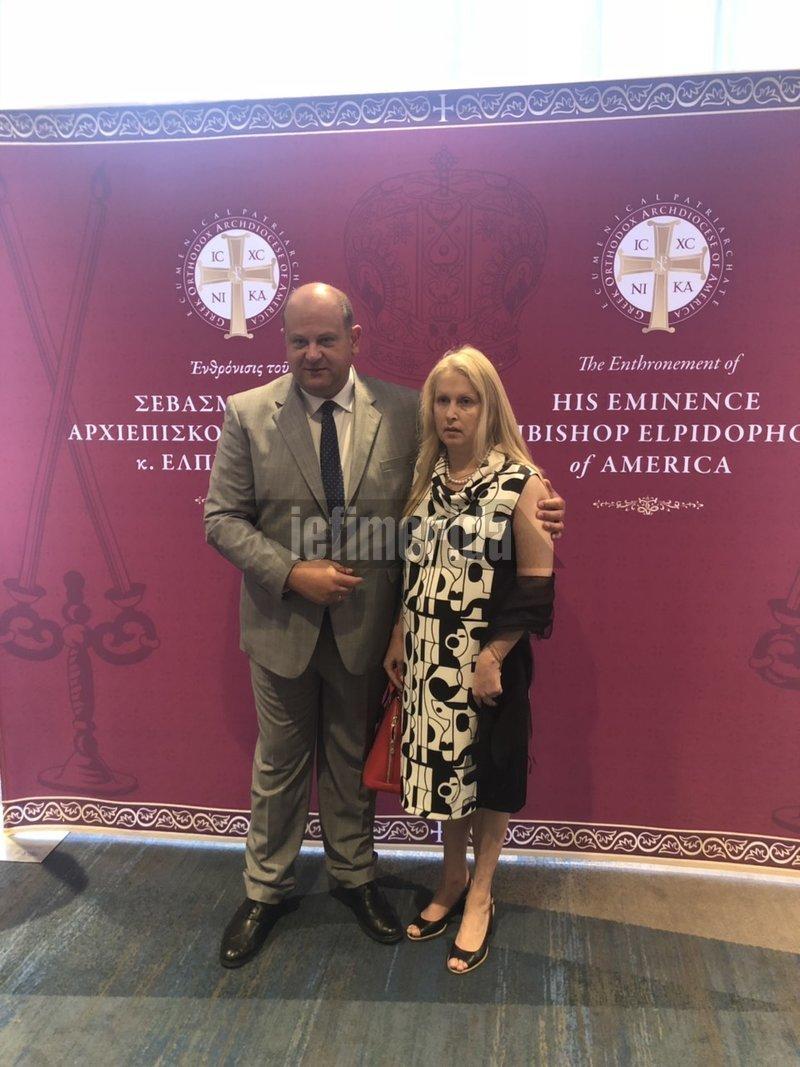 Ο αντιπρόεδρος του ΕΒΕΑ Νίκος Βασιλείου με τη σύζυγό του