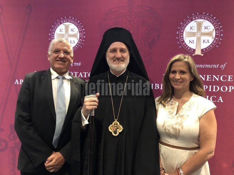 Ο νέος Αρχιεπίσκοπος με τον Κώστα και την Ευαγγελία Πάντου