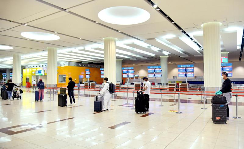 Απόσταση ασφαλείας των επιβατών στο check-in