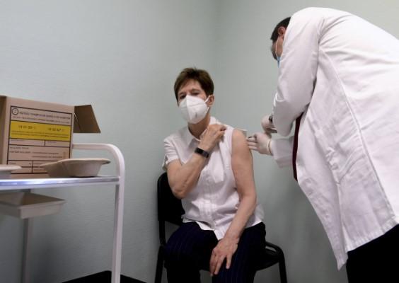 Κορωνοϊός: Δείτε τους πρώτους εμβολιασμούς στην ΕΕ -Σε λίγη ώρα ξεκινούν και στην Ελλάδα