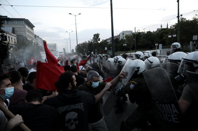 Διαδηλωτές σε σύγκρουση με τα ΜΑΤ