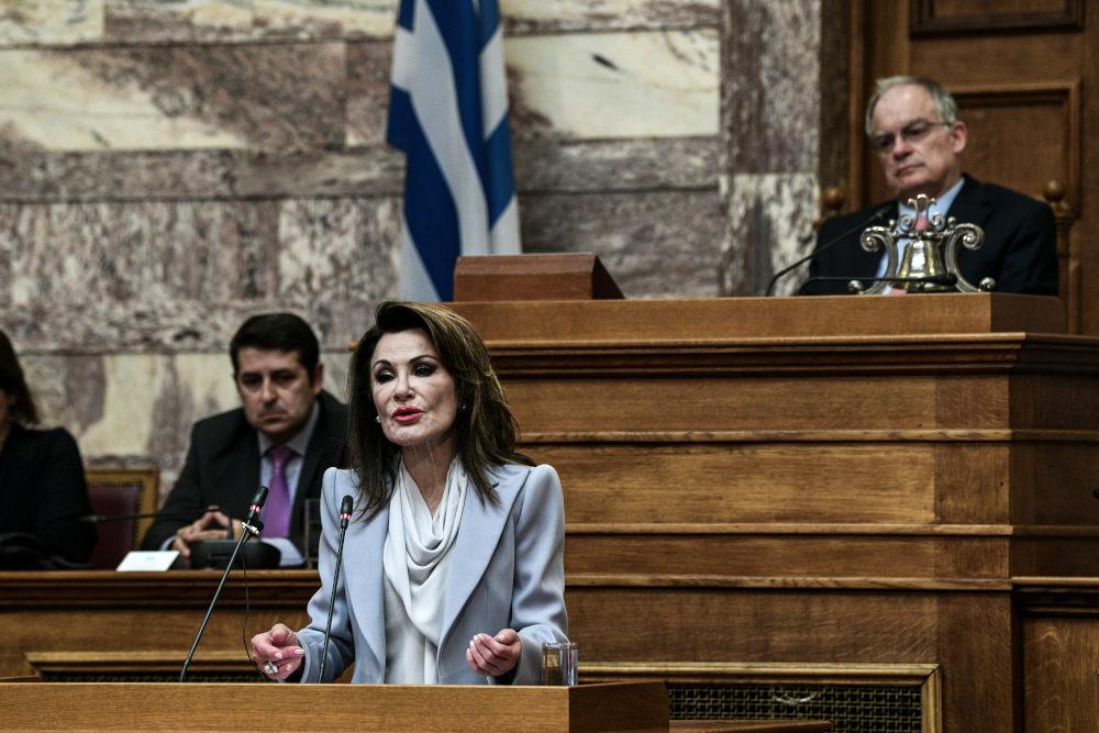 Η Γιάννα Αγγελοπούλου στο βήμα της αίθουσας της Γερουσίας της Βουλής