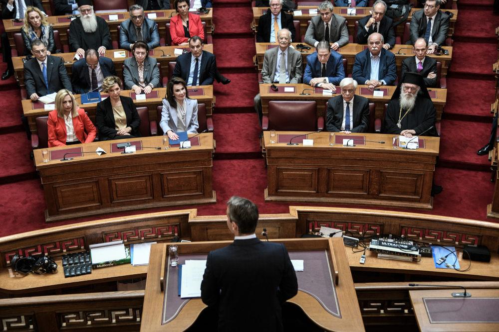 Ο Κυριάκος Μητσοτάκης απευθύνεται στην αίθουσα της Γερουσίας με αφορμή την Επιτροπή 2021