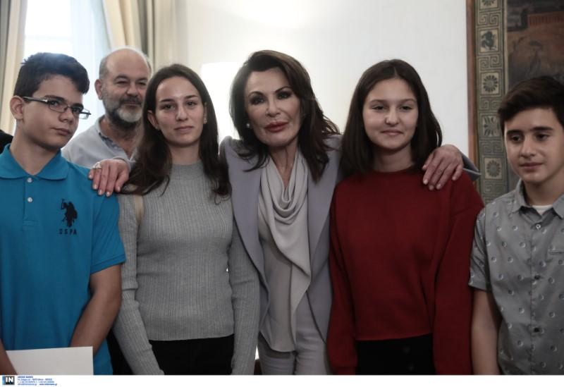 Επιτροπή 2021 Γιάννα Αγγελοπούλου Βουλή παιδιά