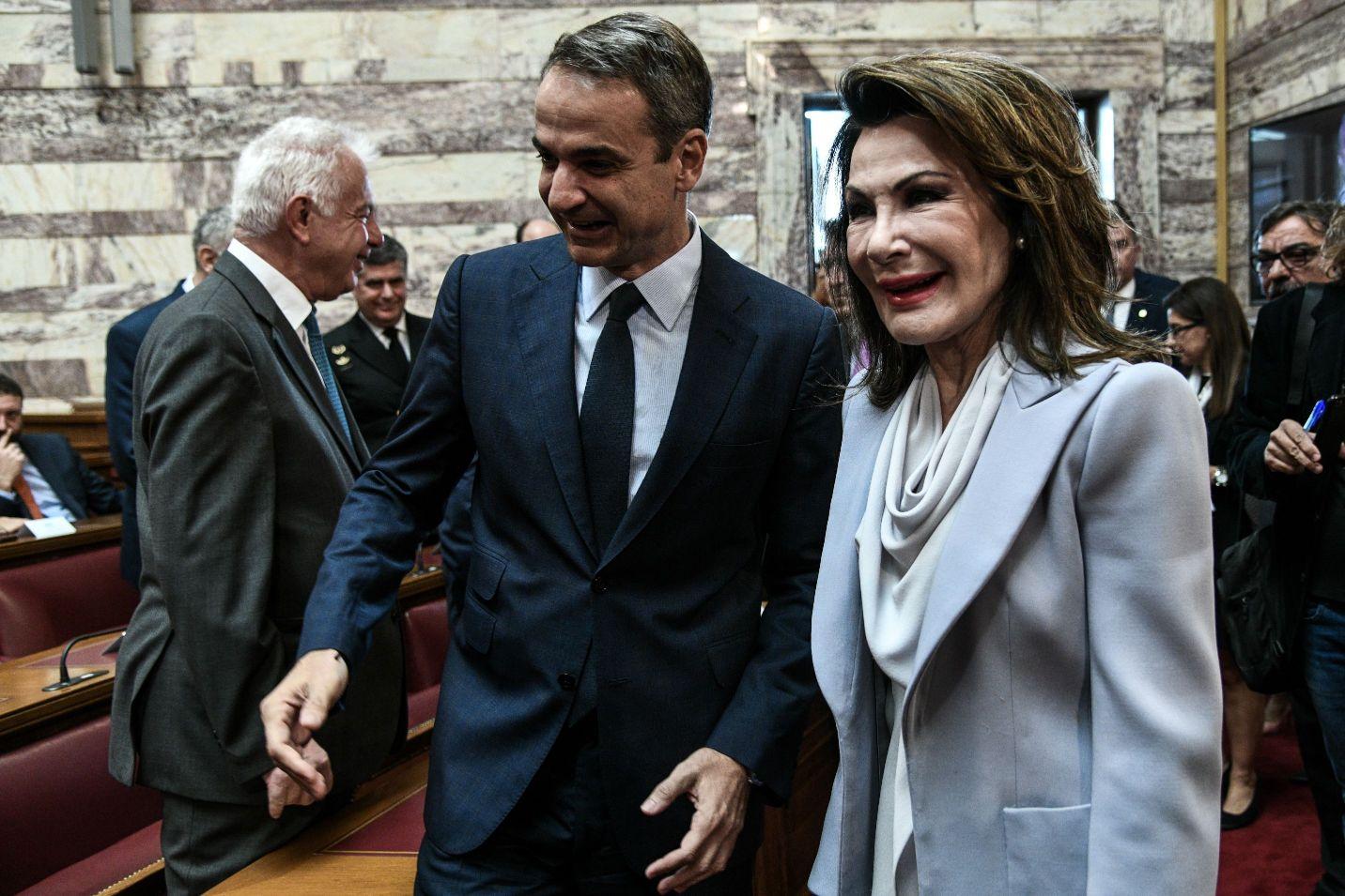 Κυριάκος Μητσοτάκης και Γιάννα Αγγελοπούλου στη Βουλή για την Επιτροπή 2021