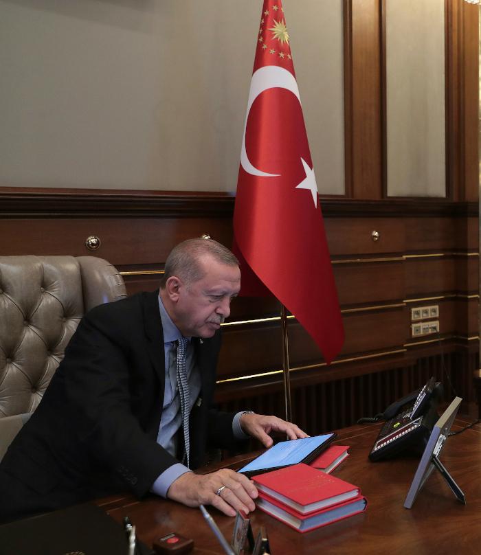 Η στιγμή που ο Ερντογάν δίνει εντολή στον Ακάρ να ξεκινήσει η επιχείρηση στη Συρίαol)
