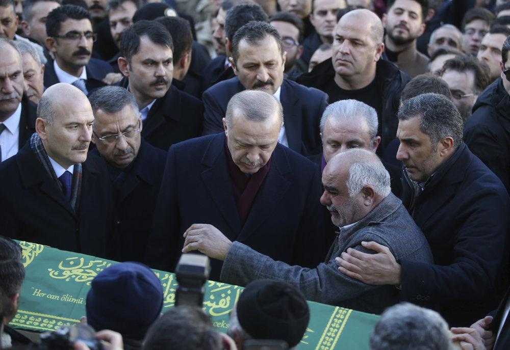 Βαρύ το κλίμα στην κηδεία θυμάτων του σεισμού στην ανατολική Τουρκία