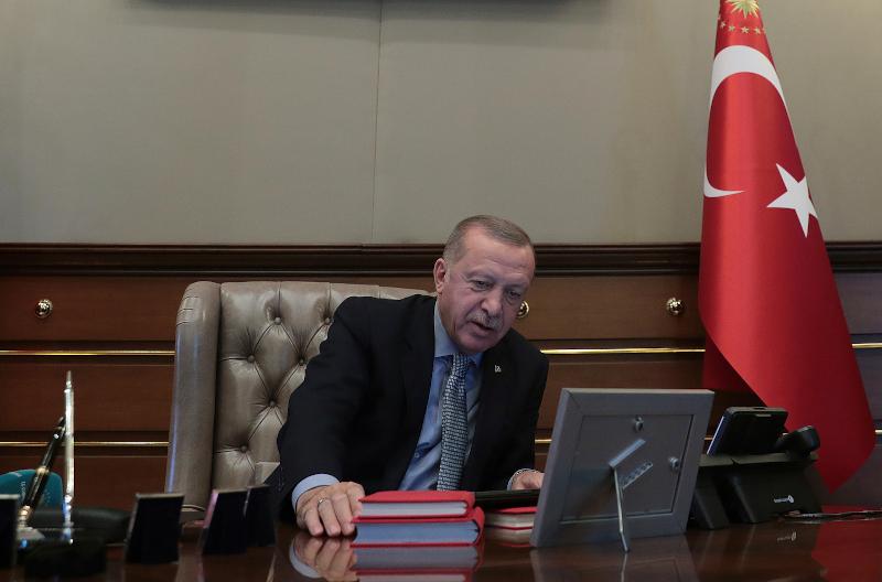 Η στιγμή που ο Ερντογάν δίνει εντολή στον Ακάρ να ξεκινήσει η επιχείρηση στη Συρία