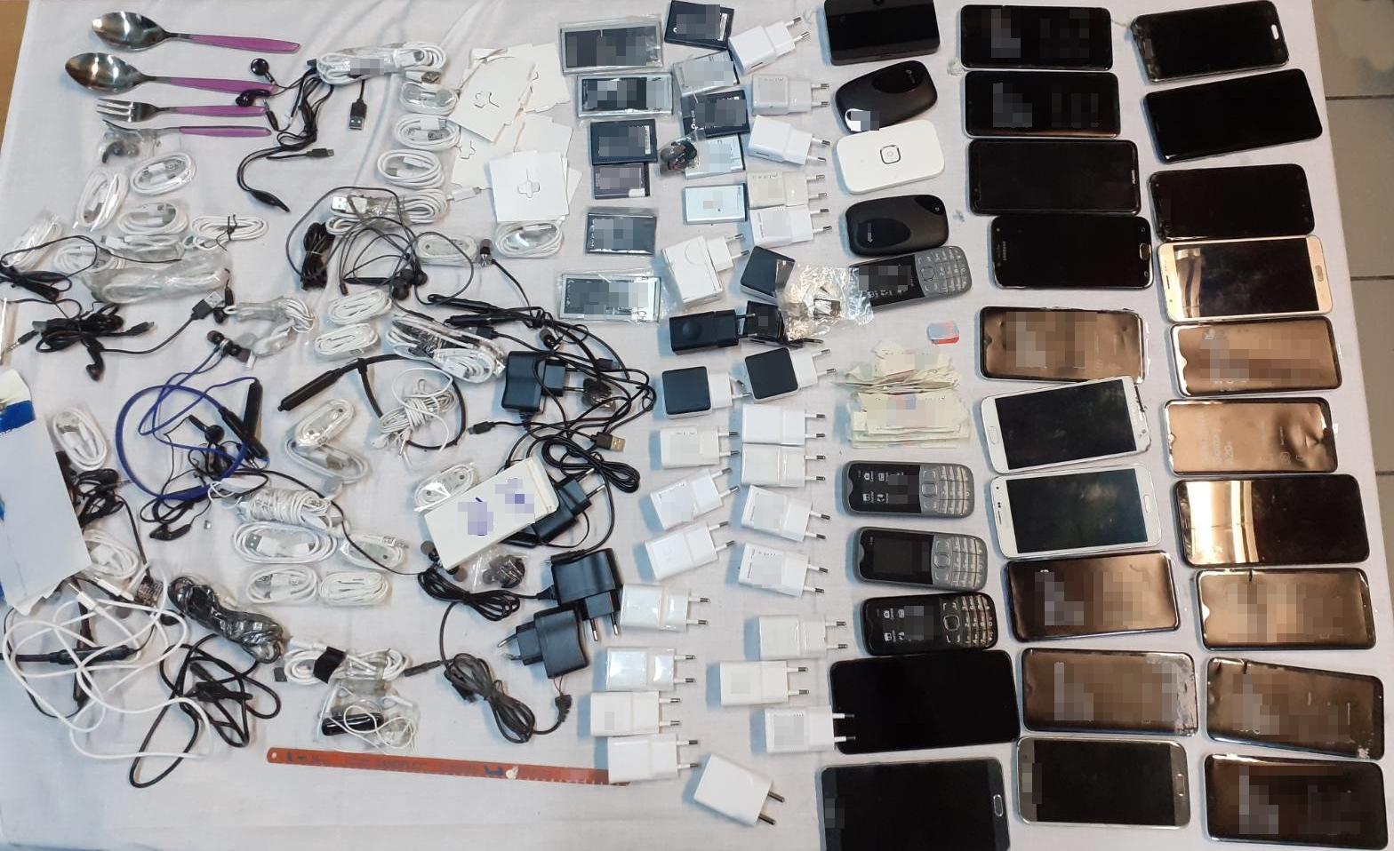 Τα αντικείμενα που βρέθηκαν από την έρευνα της αστυνομίας