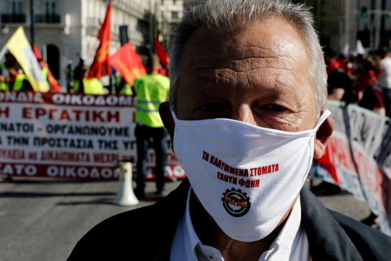 Διαδηλωτής με μάσκα