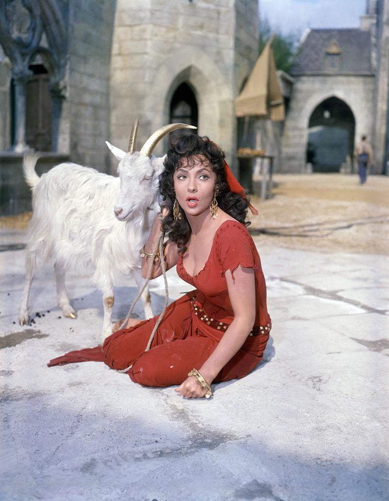 Η ηθοποιός Τζίνα Λολομπριτζίτα στην ταινία «Η Παναγία των Παρισίων»