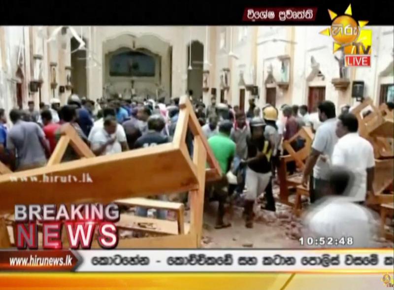 Το εσωτερικό εκκλησίας μετά την έκρηξη, επικρατεί πανικός