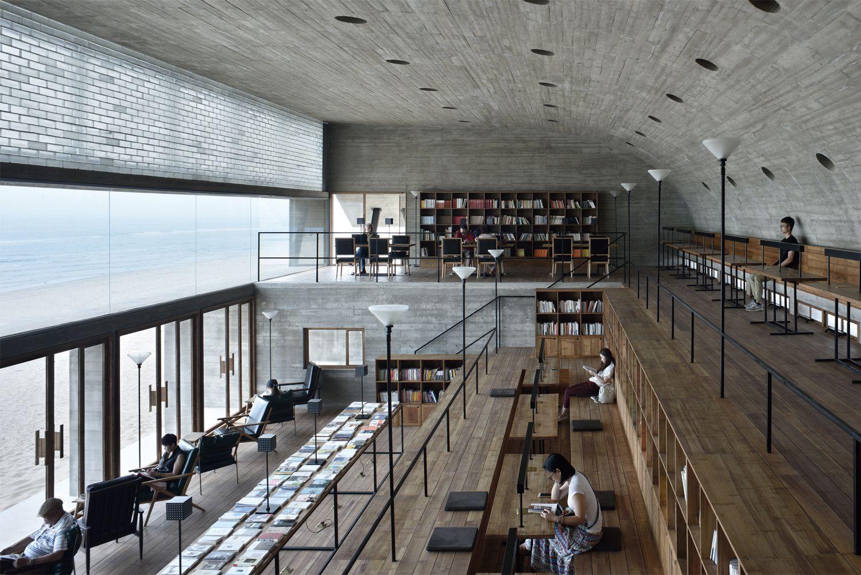 Το εσωτερικό της ιδιαίτερης βιβλιοθήκης