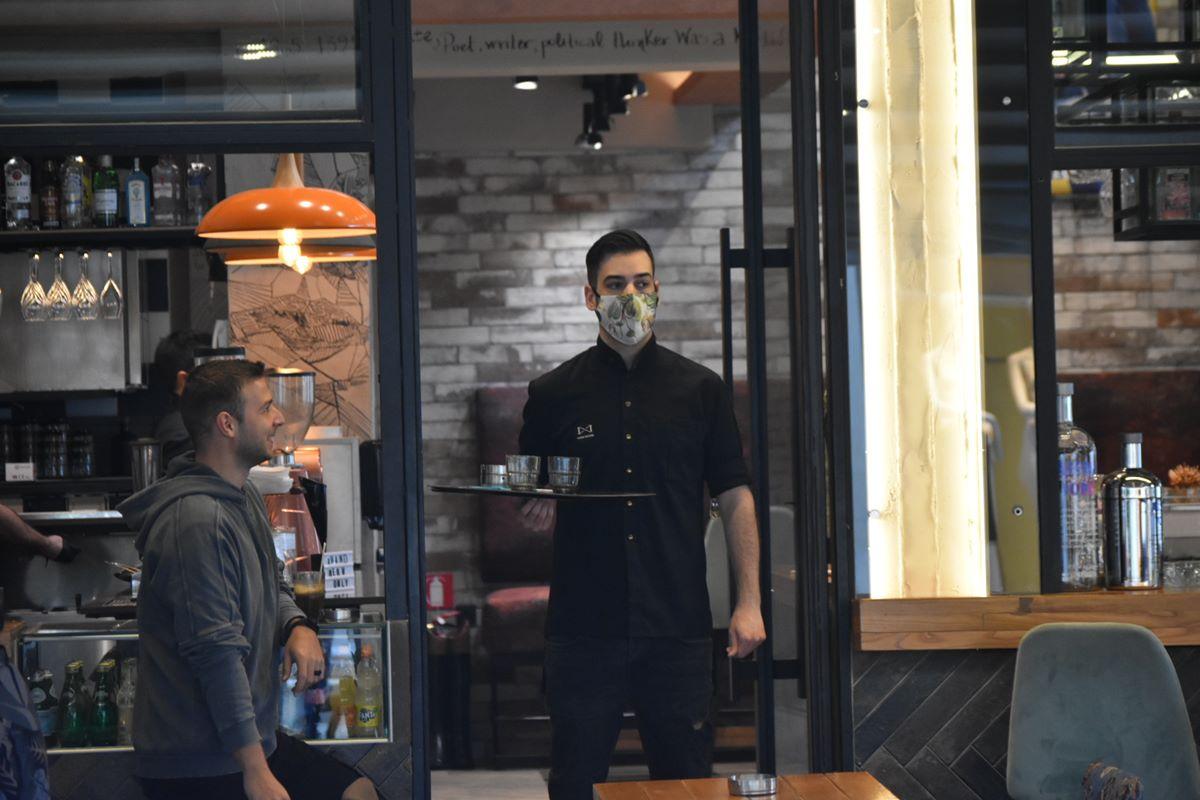 εστίαση καφετέριες στη Λάρισα μάσκα