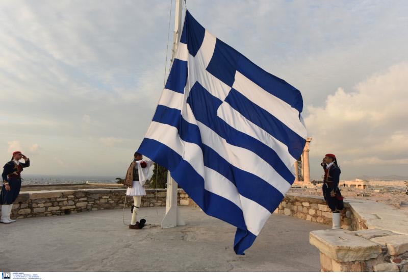 Επαρση σημαίας στην Ακρόπολη