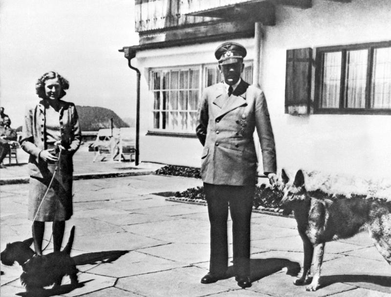 Ο Αδόλφος Χίτλερ με την Εύα Μπράουν