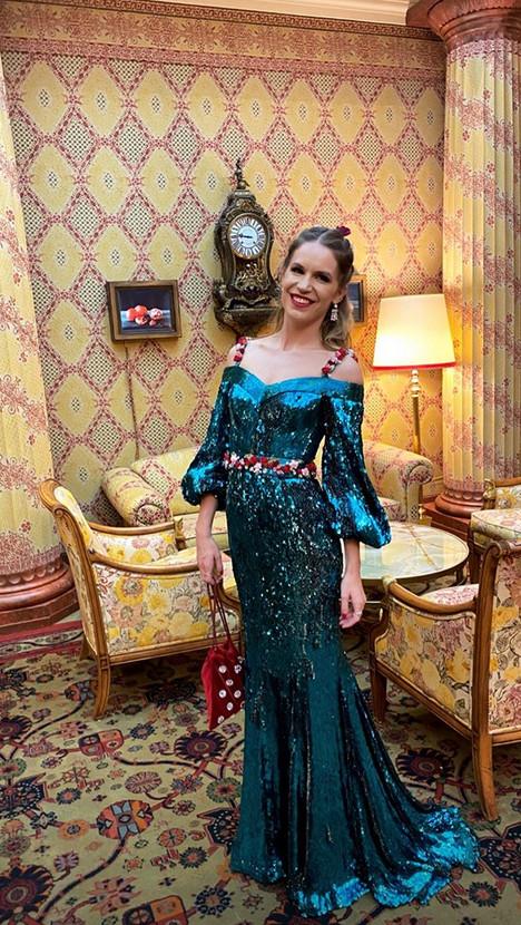 Η Ευγενία Νιάρχου με εντυπωσιακό μπλε φόρεμα στον γάμο του αδερφού της, Σταύρου/Φωτογραφία: Instagram/ venyxworld